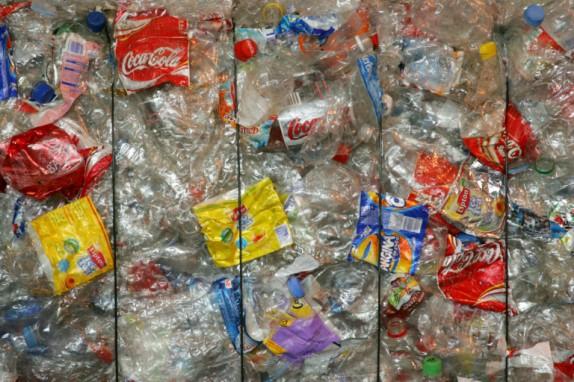 Plastique: Londres favorable à un système de consigne des bouteilles 16417-574x0