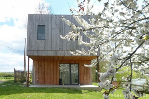 en images a vendre maison d 39 architecte au bord de l 39 eau. Black Bedroom Furniture Sets. Home Design Ideas