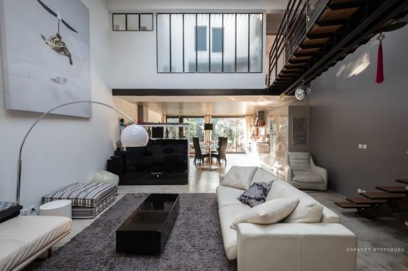 En images a vendre loft contemporain dans une ancienne for Loft contemporain