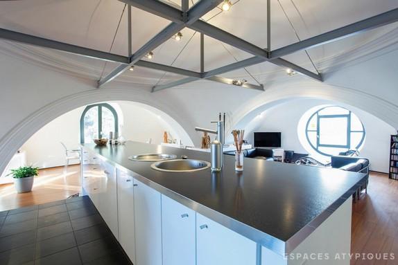 En images a vendre un ancien couvent transform en duplex for Interieur d un couvent