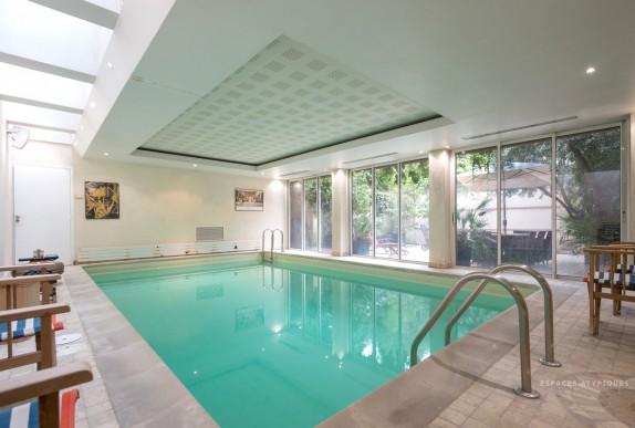 en images a vendre maison avec piscine int rieure dans paris. Black Bedroom Furniture Sets. Home Design Ideas