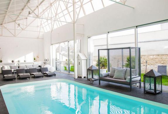 Loft avec piscine paris for Piscine oberkampf