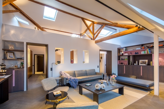 En images vendre exceptionnel penthouse devant le for Salon avec poutres apparentes
