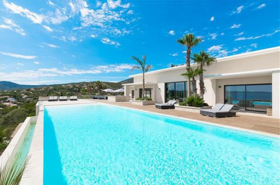 EN IMAGES. À vendre : luxueuse villa avec vue sur le golfe ...